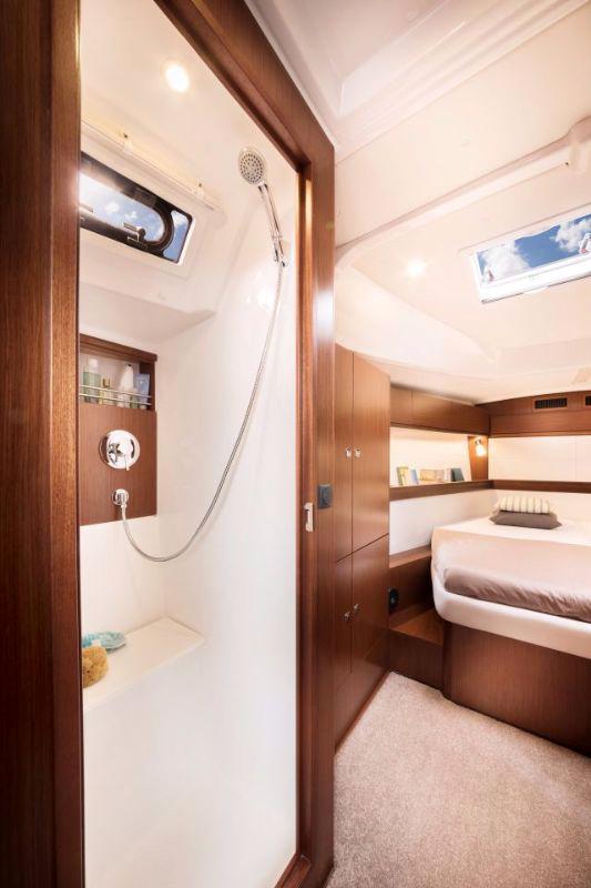 Dormitor-Dus-Inchiriere-Petreceri-Croaziere-Vacante-Yacht-Bavaria-Cruise46_10