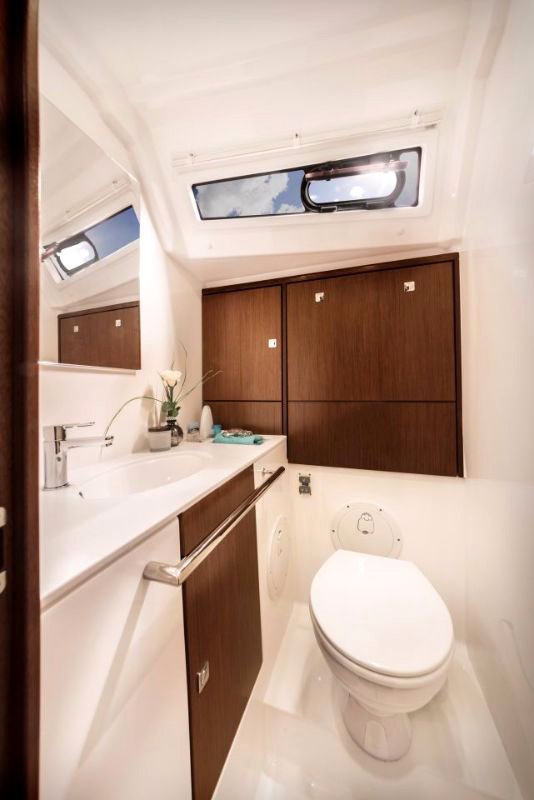 Dormitor-Toaleta-Inchiriere-Petreceri-Croaziere-Vacante-Yacht-Bavaria-Cruise46_10