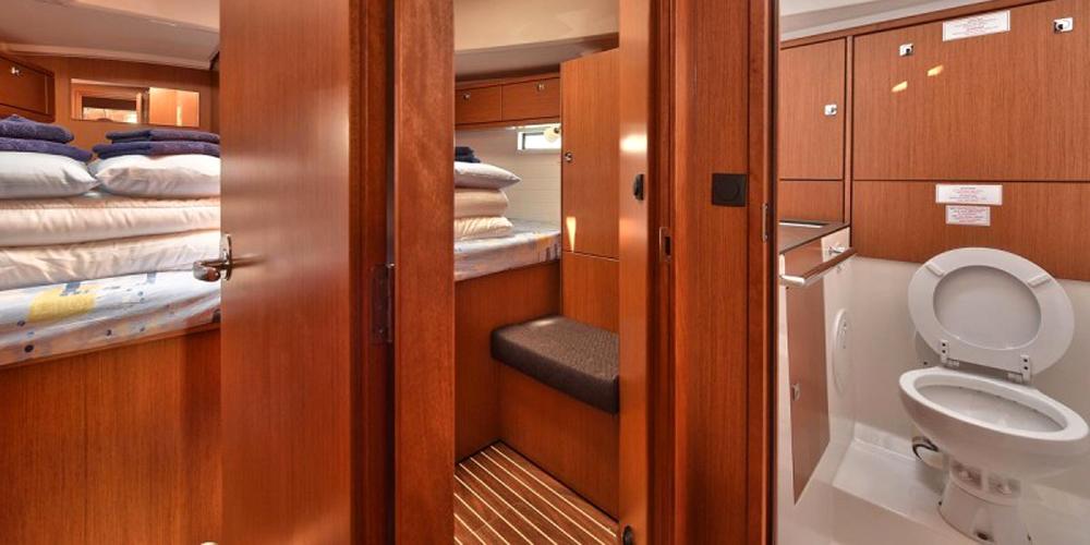 Dormitor-dublu-Inchiriere-Petreceri-Croaziere-Vacante-Yacht-Bavaria-Cruise46_3