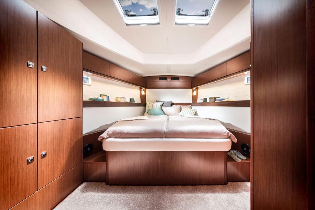 Dormitor-mare-Inchiriere-Petreceri-Croaziere-Vacante-Yacht-Bavaria-Cruise46_nou