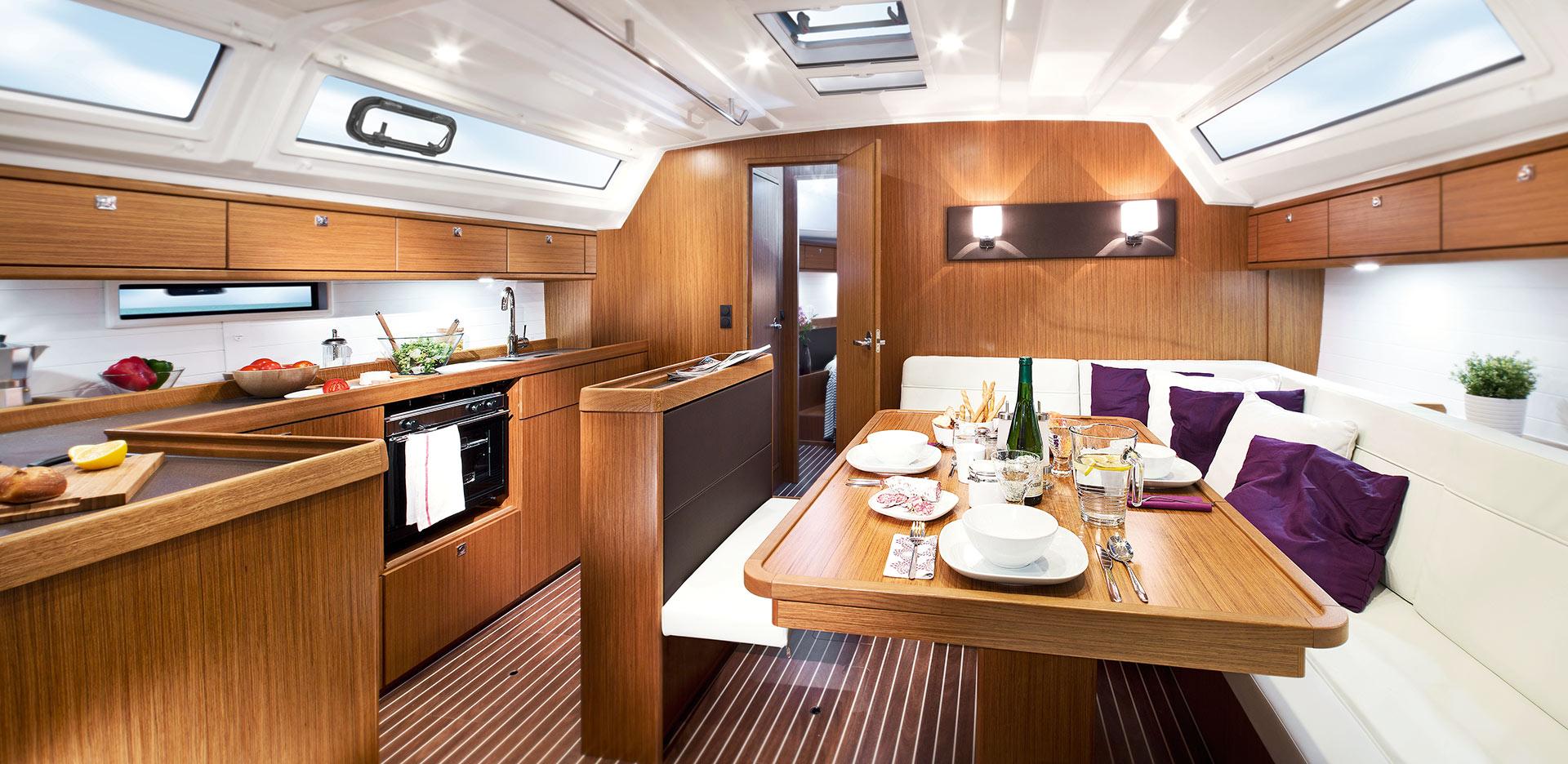 Livig-room-Inchiriere-Petreceri-Croaziere-Vacante-Yacht-Bavaria-Cruise46_1