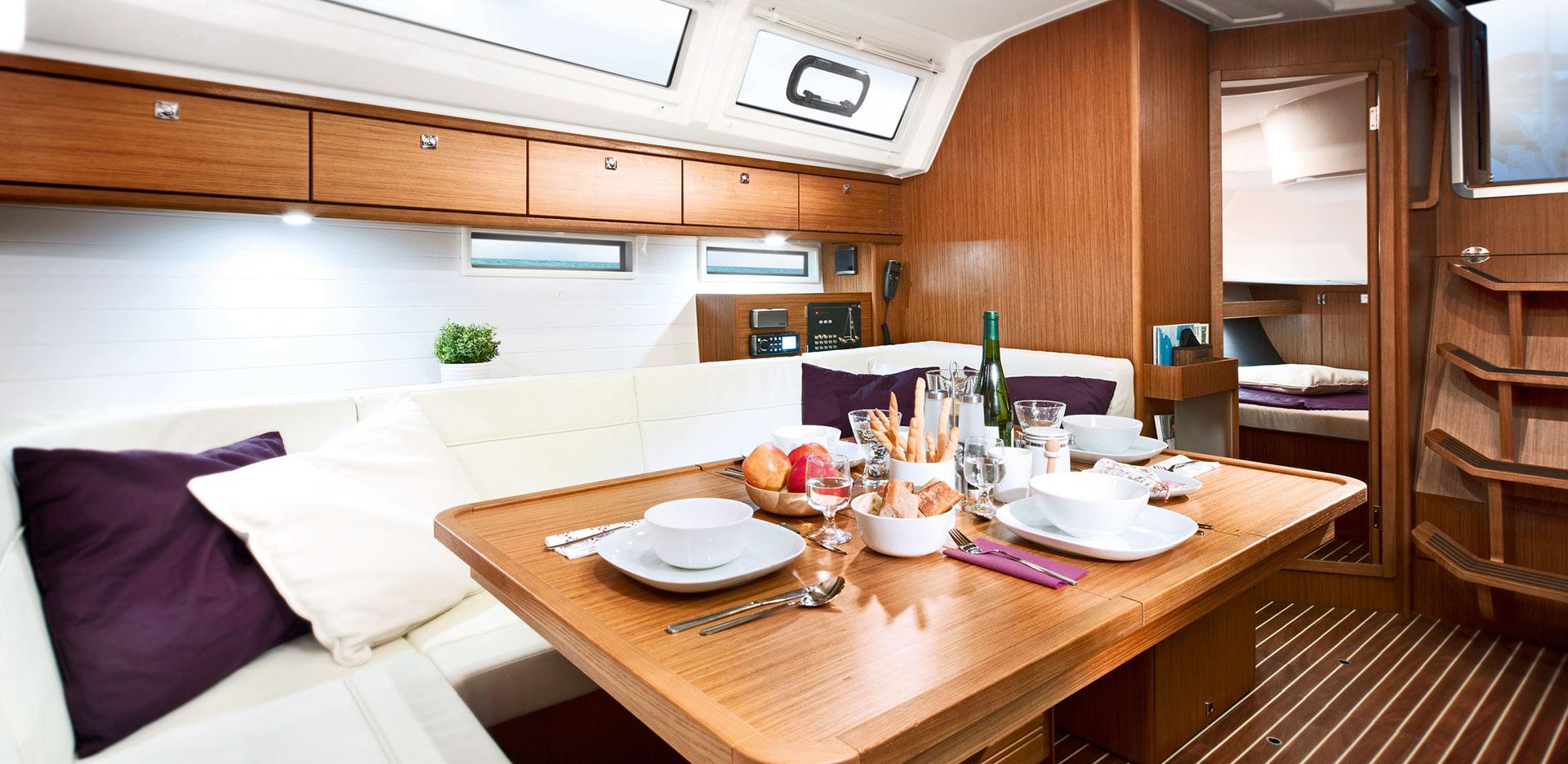 Livig-room-Inchiriere-Petreceri-Croaziere-Vacante-Yacht-Bavaria-Cruise46_2