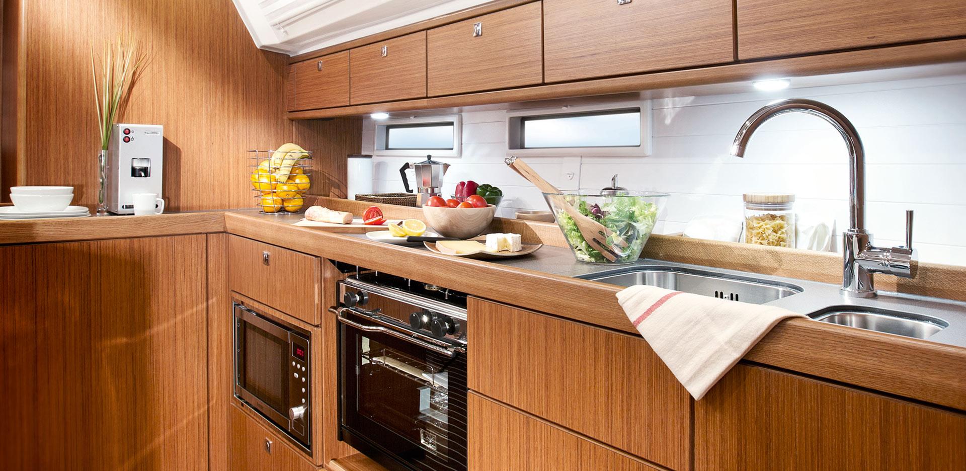 Livig-room-Inchiriere-Petreceri-Croaziere-Vacante-Yacht-Bavaria-Cruise46_3