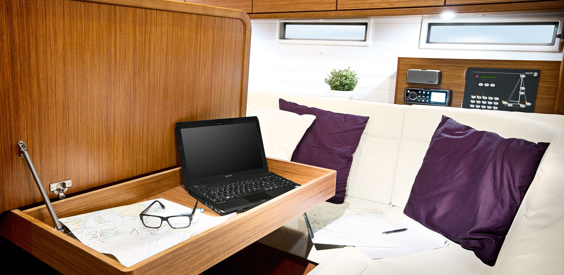 Livig-room-Inchiriere-Petreceri-Croaziere-Vacante-Yacht-Bavaria-Cruise46_4