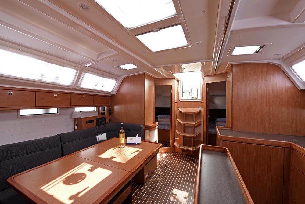 Living-Room-Inchiriere-Petreceri-Croaziere-Vacante-Yacht-Bavaria-Cruise46_10