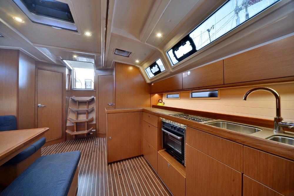 Living-Room-Inchiriere-Petreceri-Croaziere-Vacante-Yacht-Bavaria-Cruise46_11