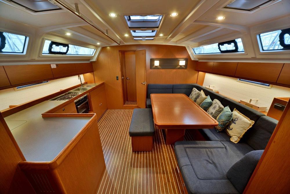 Living-Room-Inchiriere-Petreceri-Croaziere-Vacante-Yacht-Bavaria-Cruise46_12