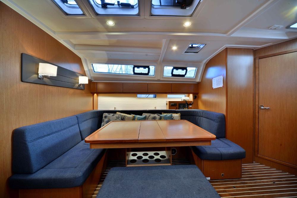 Living-Room-Inchiriere-Petreceri-Croaziere-Vacante-Yacht-Bavaria-Cruise46_13